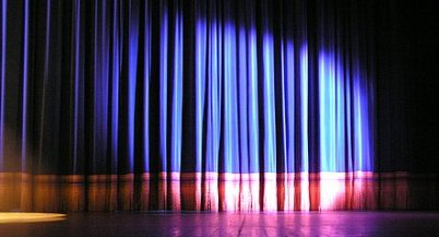 http://filipaqueiroz.files.wordpress.com/2008/01/luzes-no-palco.jpg